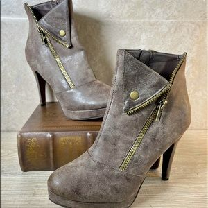 2 Lips Too Too Viola Distressed Brown ankle boots.